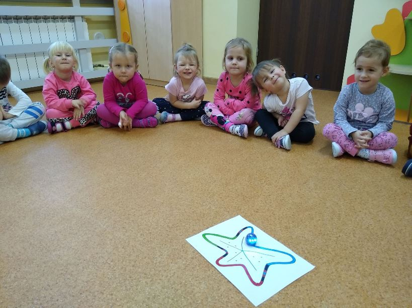zabawa robotami w przedszkolu