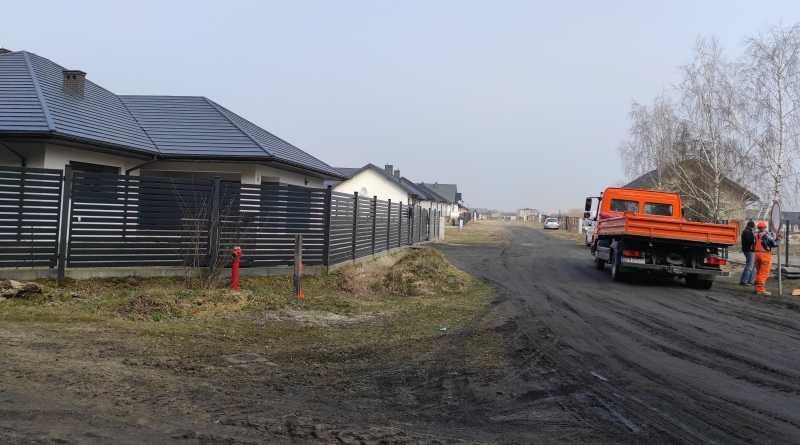 budowa drogi na osiedlu truskawkowym w Buczku