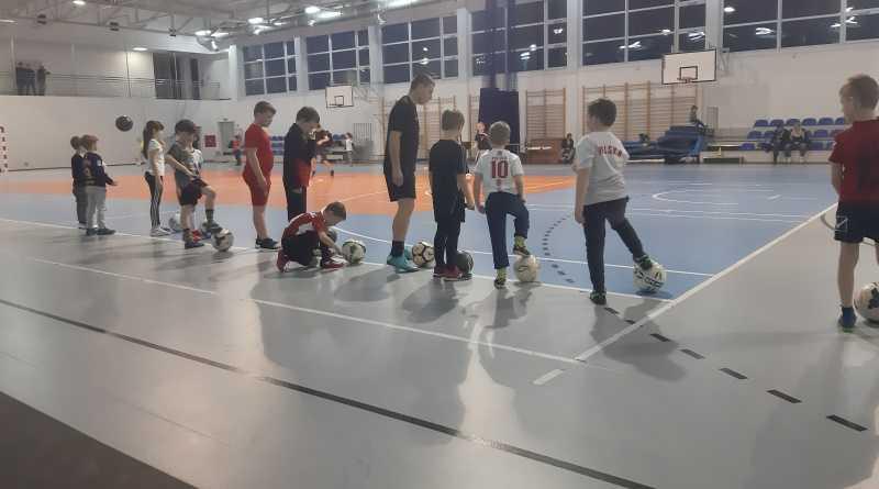 młodzi zawodnicy KS Tęcza Brodnia